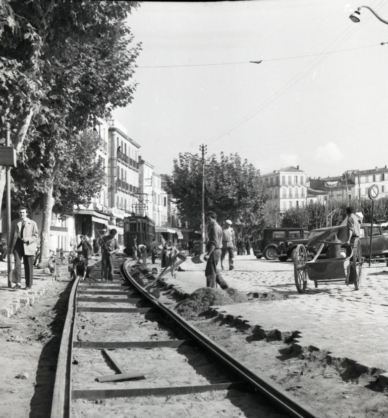30 septembre 1953, de gros travaux d'entretien sont réalisés sur les rails, empêchant alors le tramway d'atteindre la gare de l'Escalet.
