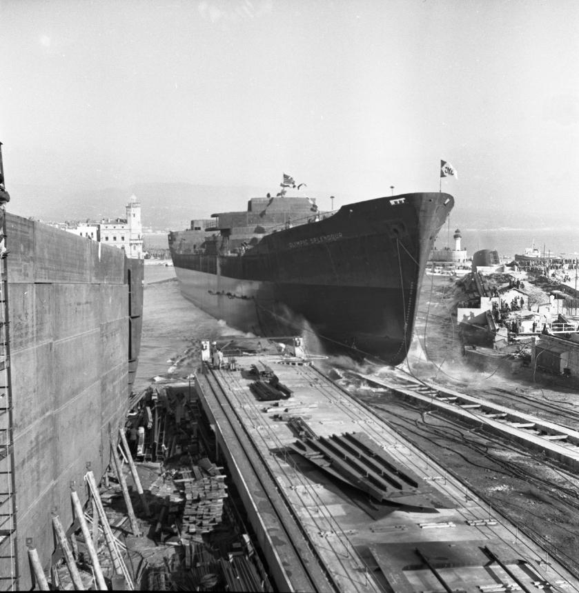 42 Fi 1795 Lancement de l'Olympic Splendour, moment tant attendu, le navire entre enfin dans son élément. 20/12/1953