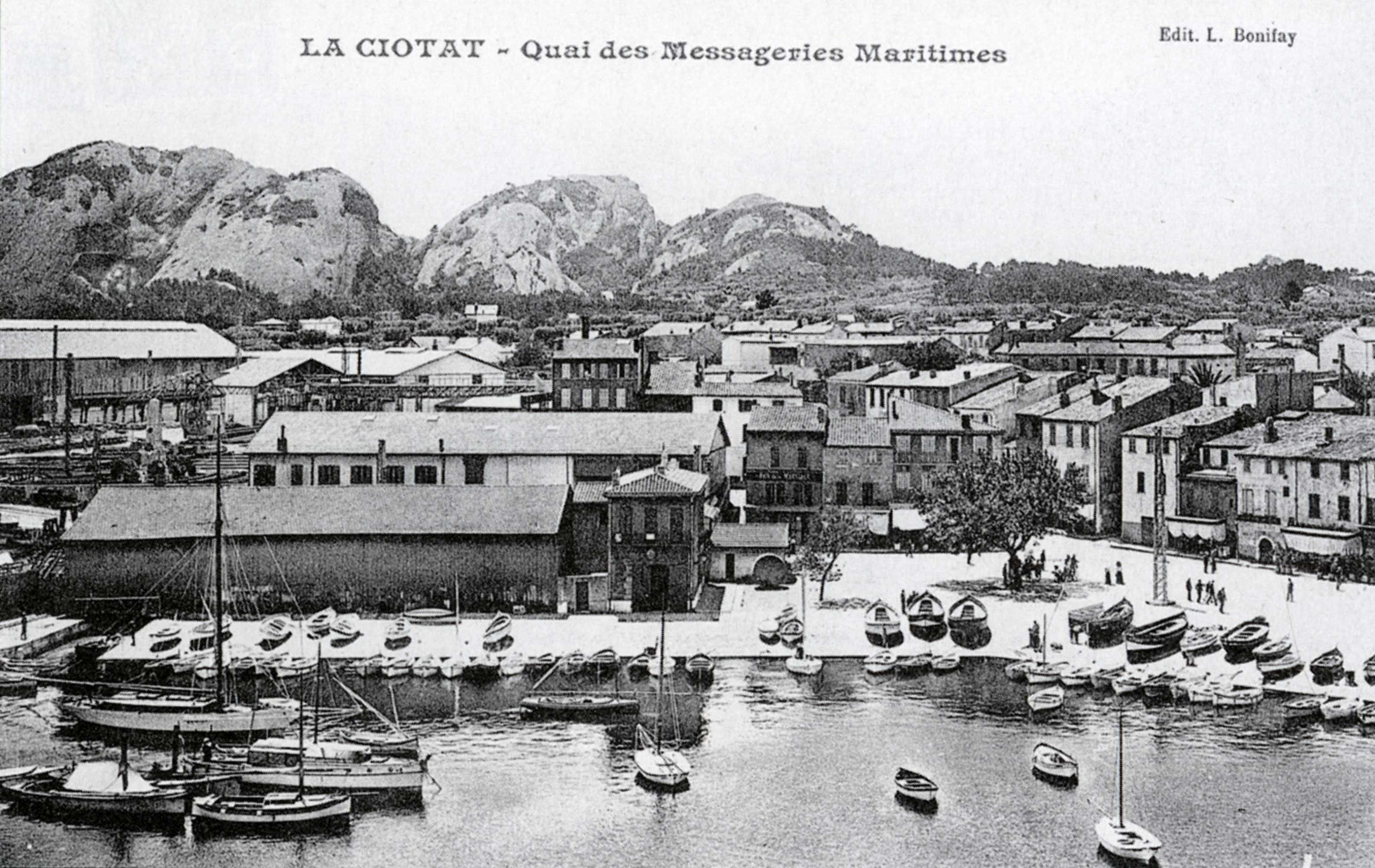La quiétude du quartier de l'Escalet au tout début du XXème siècle. La douane était installée dans le petit bâtiment central. - 1905