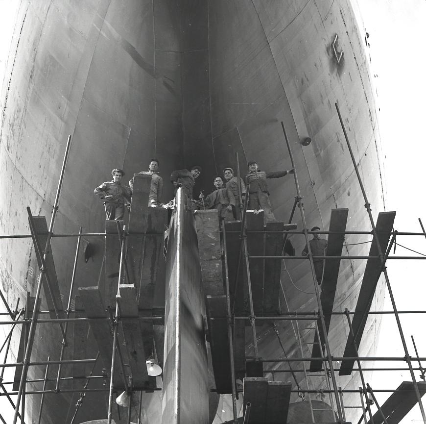 44 Fi 1894 Fin des travaux de montage du safran de gouvernail de l'Iphigenia à la grande satisfaction des ouvriers. 20/05/1954