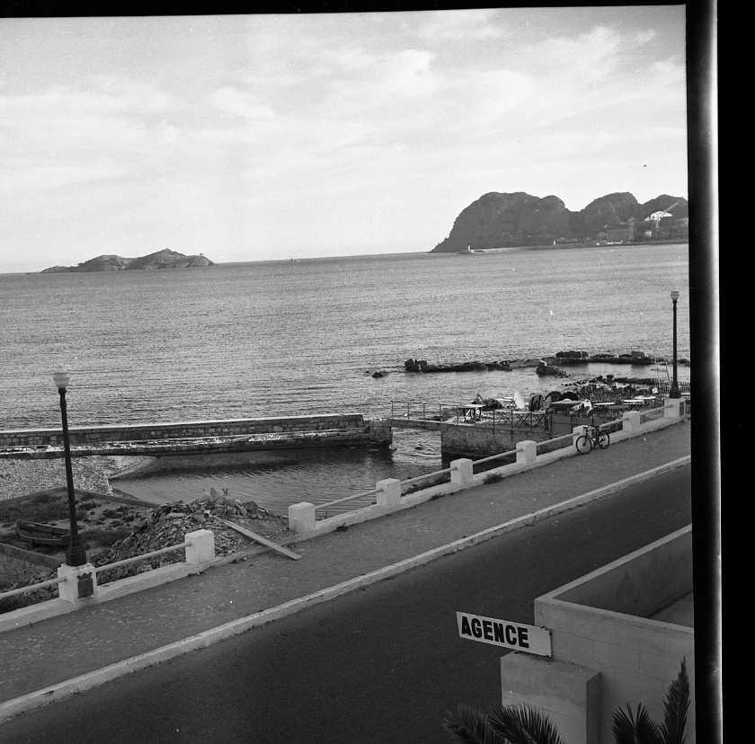 27 Fi 2623 - L'ancien port privé de la famille Lumière totalement ensablé. Ce port est régulièrement aperçu dans les premiers films Lumière. 04/05/1955