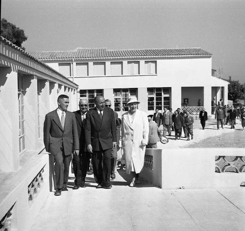 27 Fi 3255 - « M.Haas-Picard, préfet des Bouches du Rhône, IGAME, est venu inaugurer l'école maternelle et la colonie Marguerite Angles, en bordure de la pinède du Jardin de la Ville ». (Le Provençal) 09/07/1955
