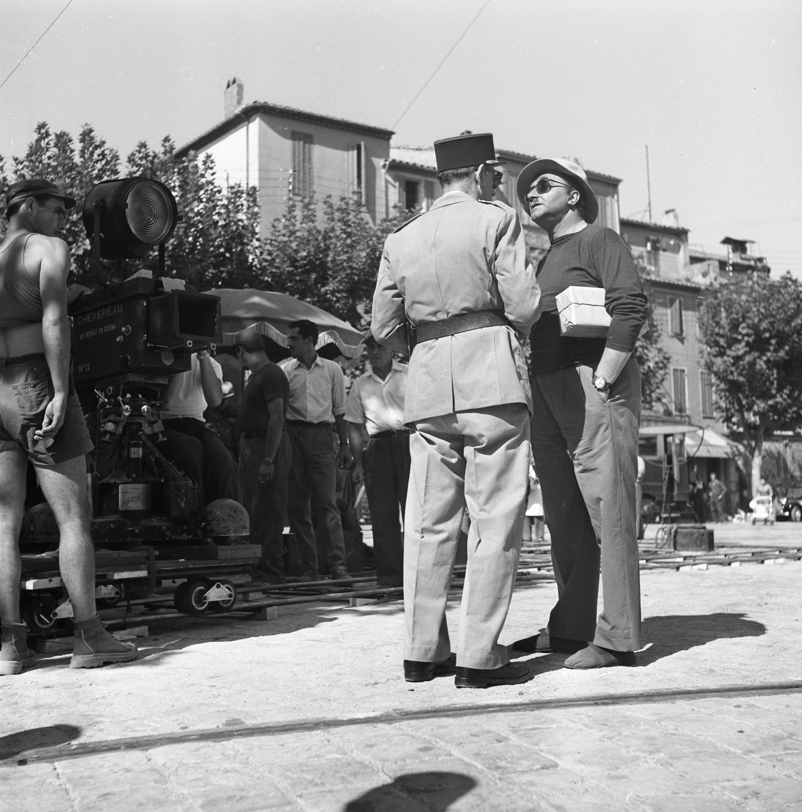 27 Fi 3319 Scène de tournage du film « Tournant Dangereux » avec P.Lemaire sur le port. 25/09/1954