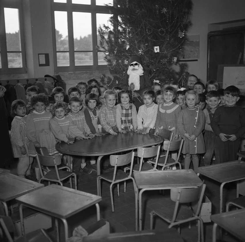 27 Fi 4202 - Fête de Noël à l'école maternelle de l'Afférage. 23/12/1955