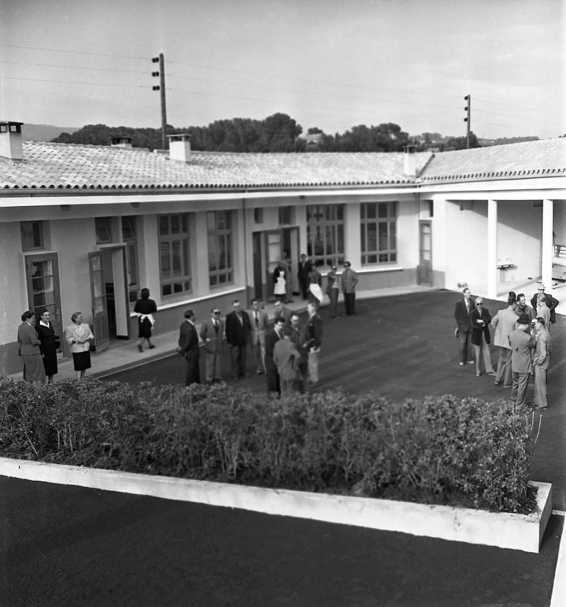 27 Fi 804 Inauguration de la nouvelle école de St Jean par le maire Jean Graille. Beaucoup d'autres établissements scolaires vont suivre rapidement. 25/04/1953