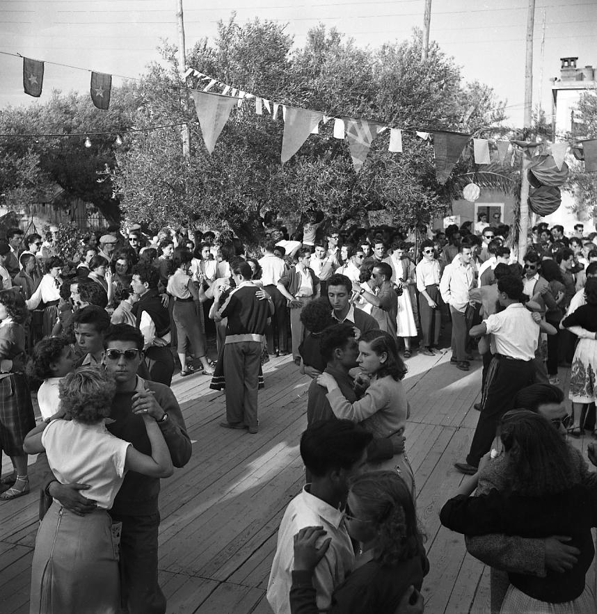 27 Fi 870 Baletti pour la fête de la St jean. Encore une fois les jeunes ciotadens répondent présents. 21/06/1953