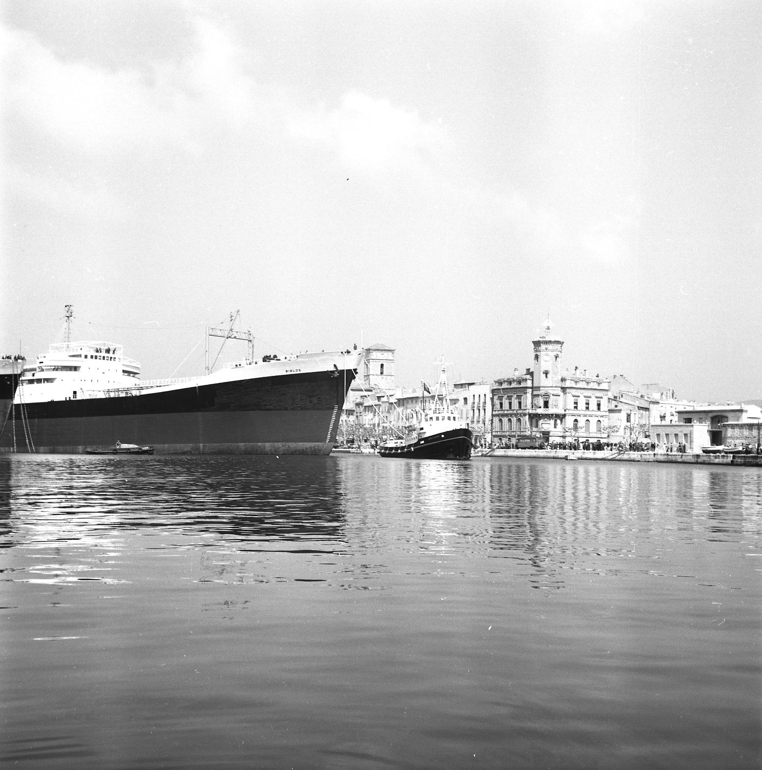 27Fi 1860 Sortie du pétrolier Biblos pour des essais en mer, peu avant sa livraison à la CNP (Compagnie Navale des Pétroles). 24/04/1955