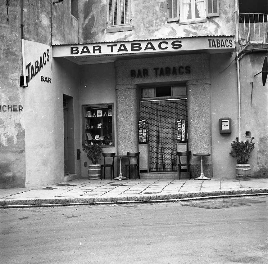 27Fi 4030 - Le bar-tabac du boulevard Bertolucci, « Chez Noël » comme disent encore les anciens.  4/10/1955