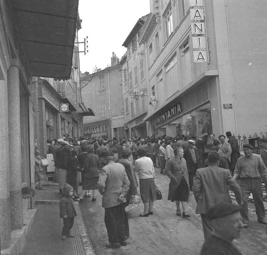 27Fi 4075 - Journée importante en ce 27 octobre 1955, l'inauguration du supermarché Printania, rue Maréchal Foch, anciennes « Galeries Modernes ».