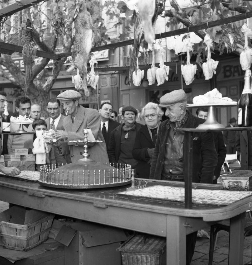 42Fi 1968 « Comment ne pas se laisser aller à tenter sa chance. Les belles pièces exposées sont la plus impérieuse des tentations à taquiner la roulette. Et cela se comprend bien ! » (Le Provençal) 23/12/1953
