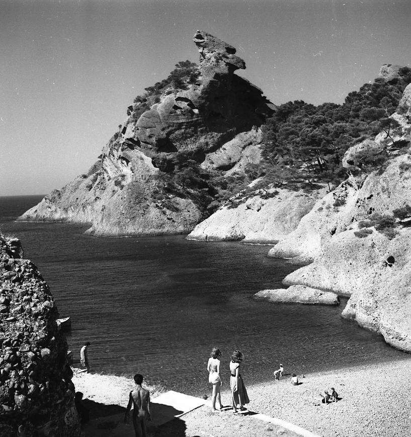 45 Fi 167 - Magnifique vue du Capucin et de la calanque de Figuerolles. 03/08/1955