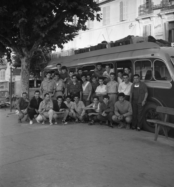 42 Fi 288 Départ des apprentis des CNC en colonie de vacances le 28 juillet 1953.